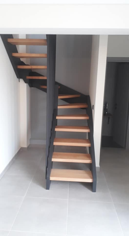 Hi-line model staircase